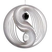 Windspiel Yin Yang XXL mit schwarzer und weißer 70mm Opalkugel